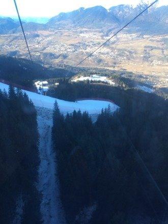 Vista del tornante di Olimpia II neve buona ma molto dura. Solo due impianti chiusi considerando il fatto che non ci sia neve fresca!!!! Ciao e buon divertimento!!!!!