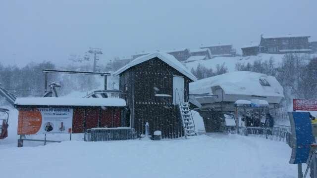 fint føre. snør litt. ikkje så kaldt :) stol heis open!!!