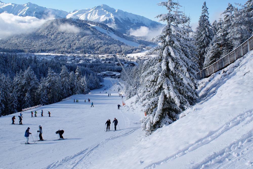 Hinter Seefeld ist das zweite Skigebiet im Ort, der Gschwandtkopf zu erkennen - © Gernot Schweigkofler