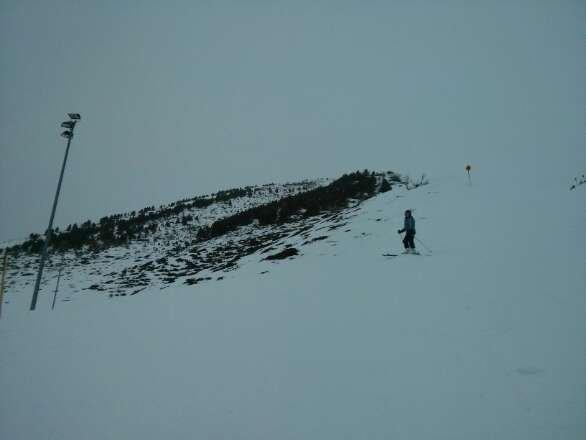 Heute leider miserable Sicht. Abgesehen davon aber auch viel zu wenig Schnee! Nur mit Kunstschnee bedeckte Eisplatten.
