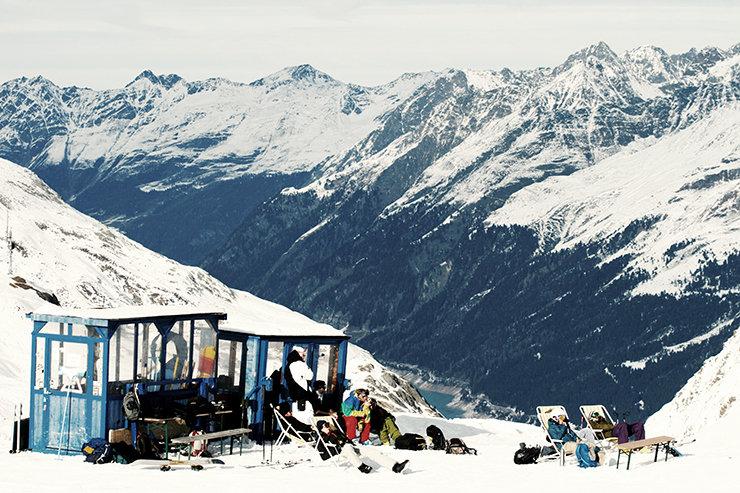Snowpark Kaunertal: Perfekte Aussichten ins Tal und auf den gesamten Park von der Pic-Nic Area - © Stefan Drexl