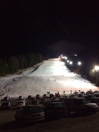 New snow expected this weekend, currently only one piste is open but it's quite decent especially for the night sessions