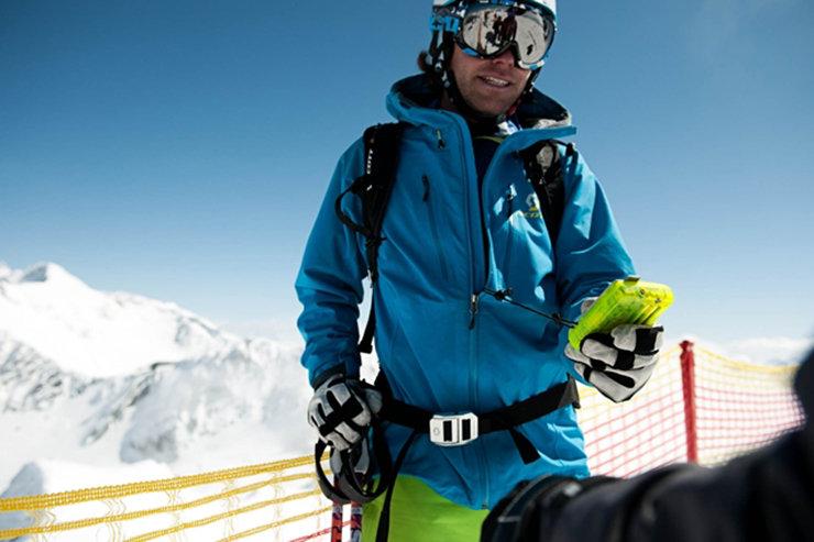 Erst checken dann riden - am Stubaier Gletscher bietet das Powder Department den Freeridern zahlreich Checkpoints für das LVS-Gerät  - © Stubaier Gletscher