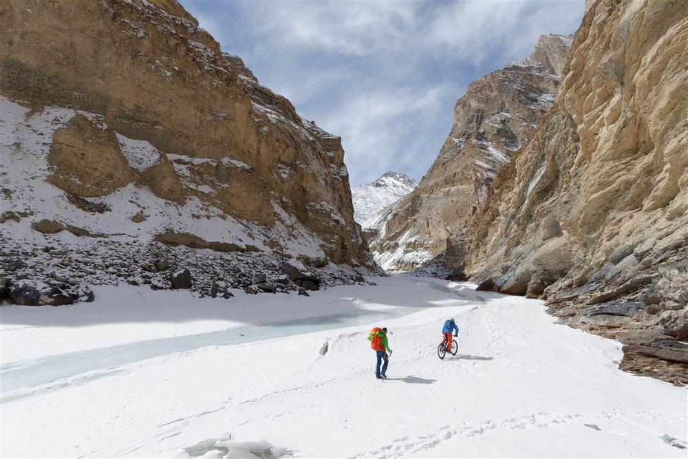 Claude Balsiger und Thomas Wäspe - Unterwegs auf gefrorenen Flüssen - © Martin Bissig