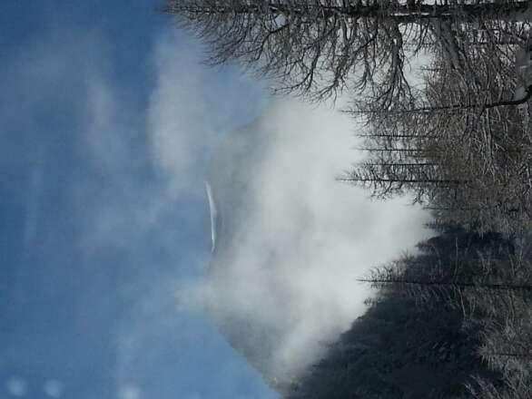 Au matin... 20 cm de poudre, la brume se lève... Grande journée !