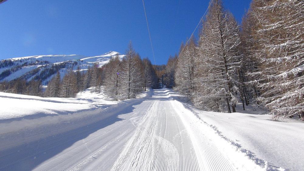 """Place au """"grand ski"""" via le téléski de la Croix du Louret avec un point de mire le sommet d'Autane - © Stéphane GG"""
