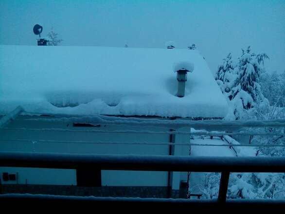 per il momento  non mi muovo da casa. sta nevicando forte da ieri a mezzogiorno. direi che al momento le piste saranno impraticabili. domani previsto bel tempo.