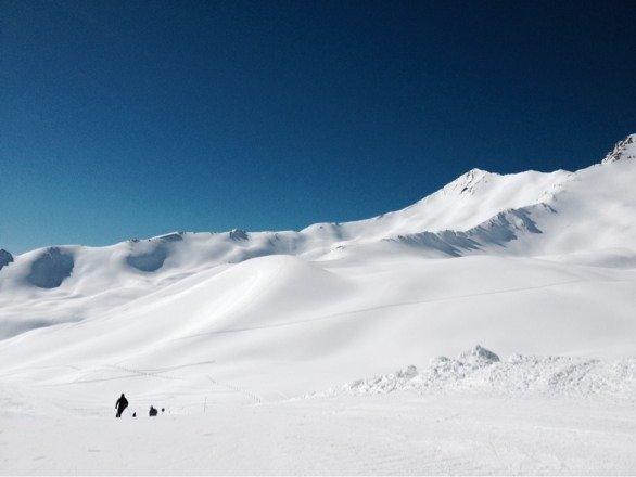 Neve molto bella al mattino,il pomeriggio a tratti molle.piste battute benissimo!!!