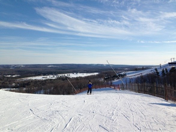 Went skiing on Saturday. The surface was a bit hard, but manageable. Very few people there. Great weather. Items the best day for skiing for the whole season for me