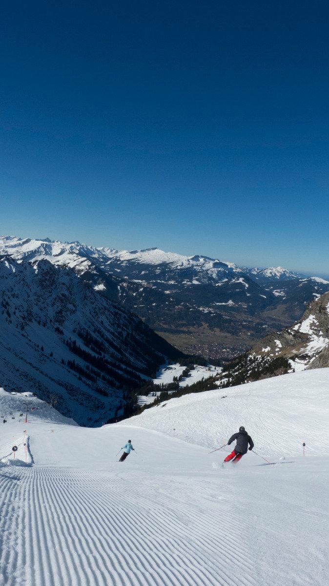 Skifahren mit Blick auf Oberstdorf - © Fellhornbahn GmbH