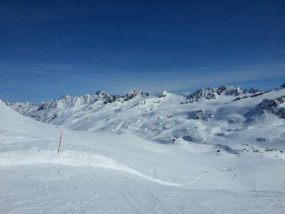 periodo 9/11 Marzo neve perfetta, senza una nuvola in cielo per tutti i giorni che abbiamo sciato, snowpark aperto livello easy e medium. tempo e neve spettacolari!