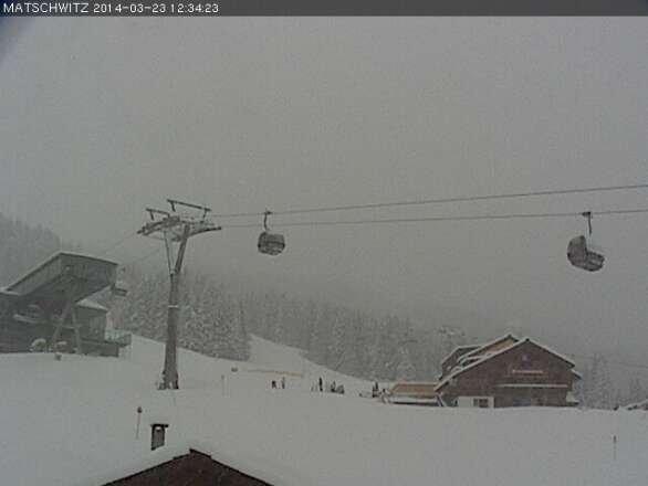 Über Nacht von 22.03. auf 24.03.2014 gut 30 cm Neuschnee auf durchfeuchtete Altschneedecke. Nochmals gute Bedingungen. Sicht leider mäßig. Ausnutzen, so lange es geht in diesem ungewöhnlichen Winter 2013/2014!