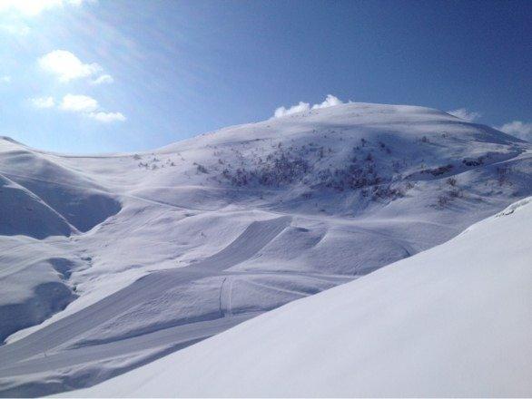 Spettacolo per essere fine marzo!!! Piste perfette, neve al top! Sembra di essere l'8 dicembre a Cortina... Senza parole!!!