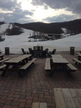 Surprise nice day. Contrary to forecast, hardly any rain, cloudy and sunny. Nice spring skiing. Come and enjoy!