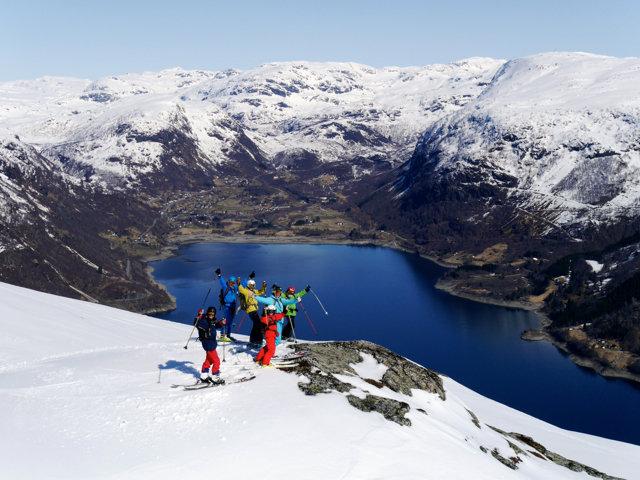 Utsikt mot Røldalsbygda, påske 2014