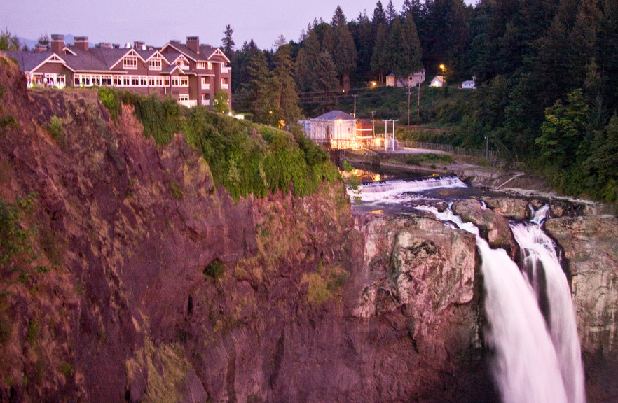 Salish Lodge overlooks Snoqualmie Falls. - © Melkir/Flickr