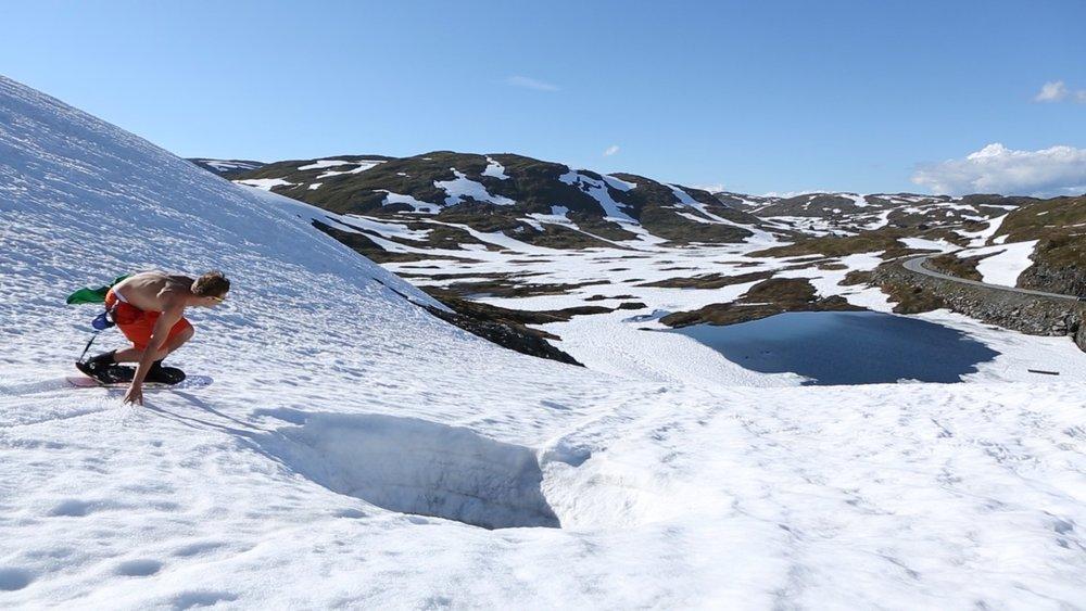 Ancora tanta neve sulle montagne Norvegesi... - © Torkel Karoliussen