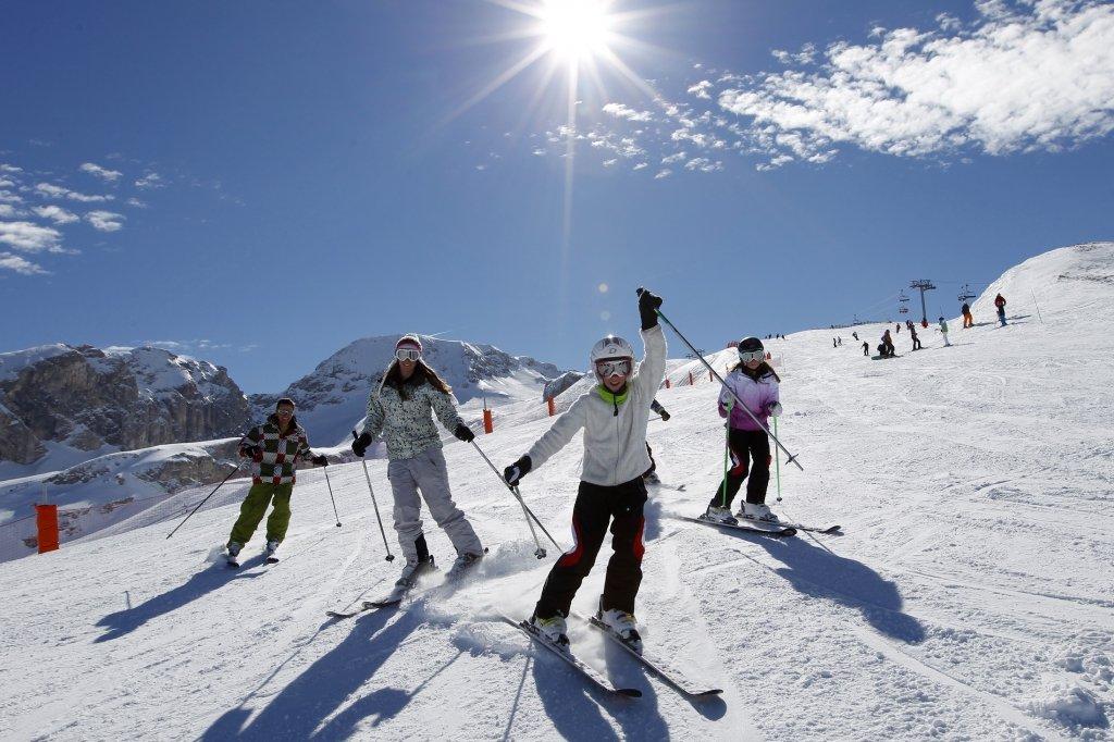 Ski en famille sur les pentes enneigées de Superdevoluy / La Joue du Loup - © Agence Urope / Le Devoluy