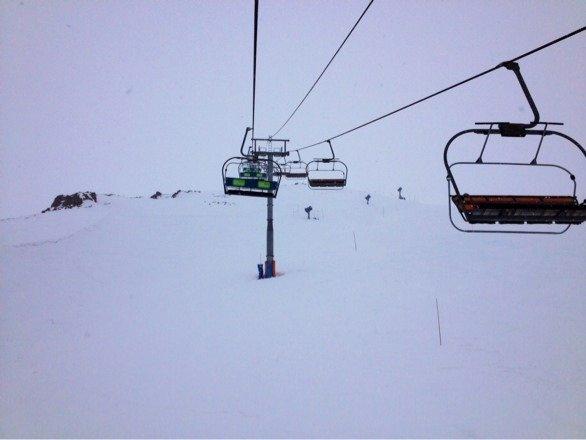Nevo hoy todo el día. Por zonas había hielo y por otras polvo... La mejor ruta del dia: Sol.