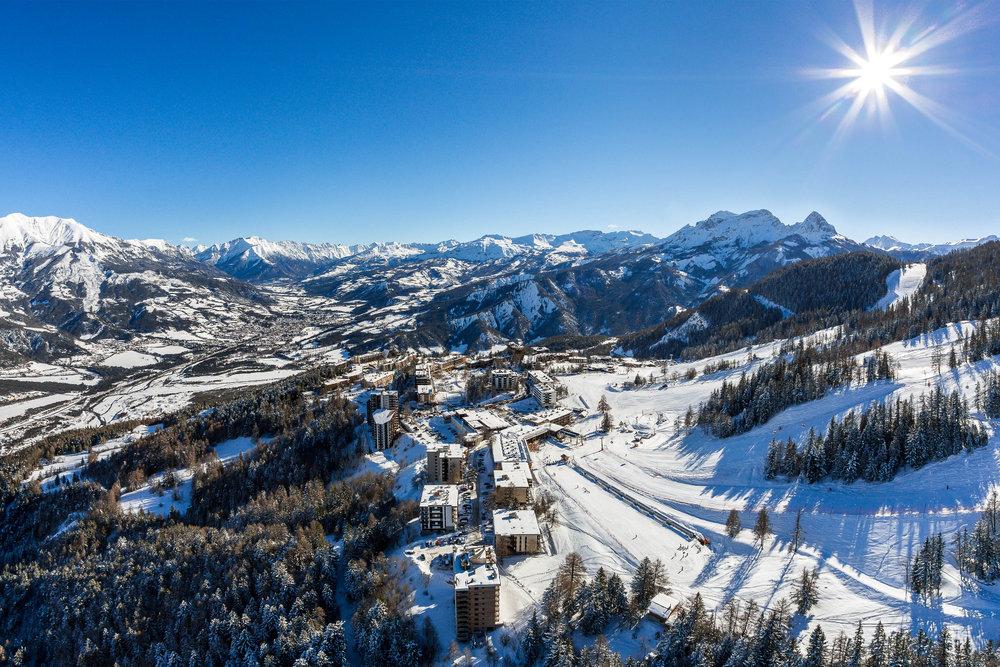 Vue aérienne de la station de ski de Praloup - © Bertrand Bodin / OT de Praloup