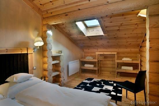 chalet ana les angles. Black Bedroom Furniture Sets. Home Design Ideas