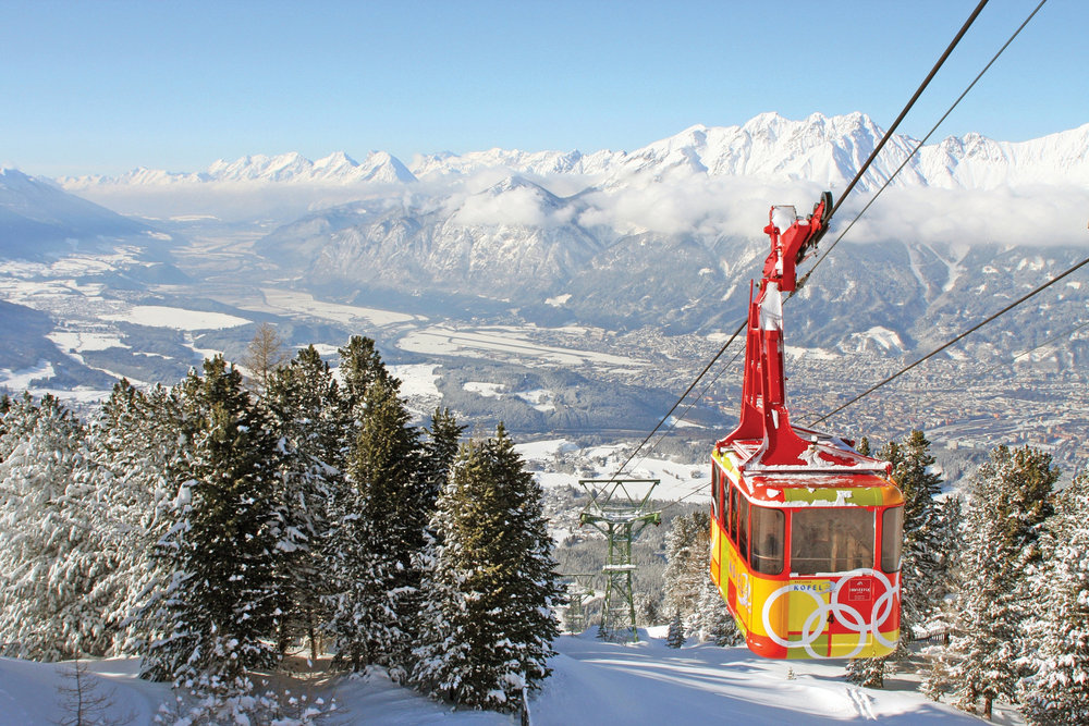 Taking the cable car up the mountain in Patscherkofel.  - © Sporthotel-Igls