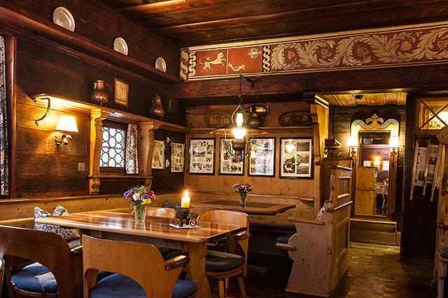 Hyggelig atmosfære på Chesa Bar i Klosters. - © Chesa Bar