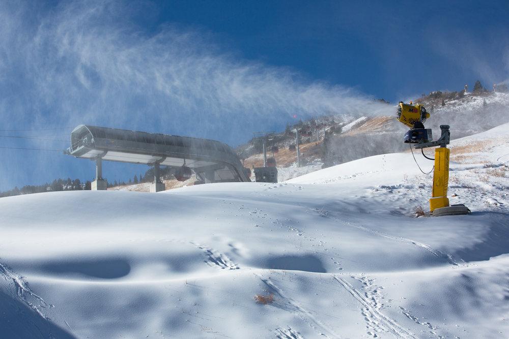 Snowmaking guns fire up at Canyons Resort in Utah. - © Justin Olsen/Canyons Resort