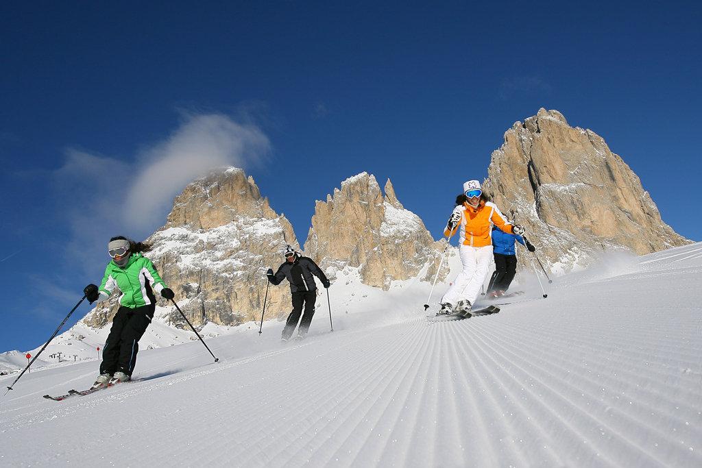 Risultati immagini per fassa inverno sci
