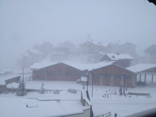 Heavy snow finally falling. 20+cm in last 3 hours and still getting heavier. Complete white out