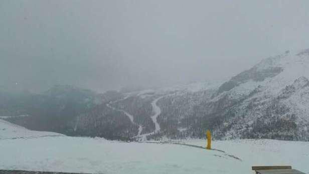 pessima neve completamente ghiacciata. nessuna neve fresca e piste mezze chiuse contrariamente a quanto dichiarato. mentre il prezzo dello ski passato è pieno... una rapina