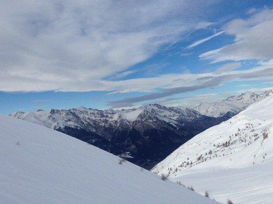 Manque encore un peu de neige mais en haut et si vous skiez le matin cest le top!