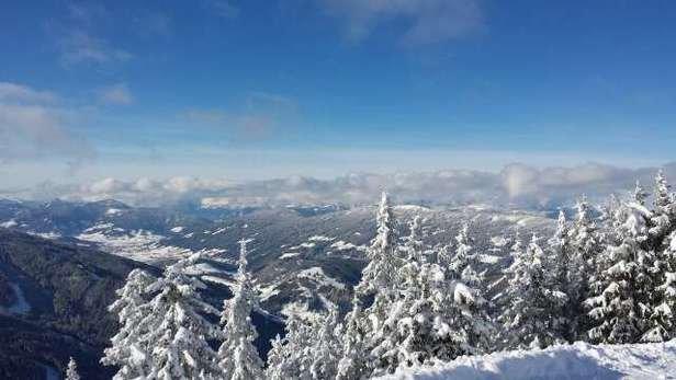super Pistenverhältnissenach dem Neuschnee von gestern am Nachmittag etwas buckelig