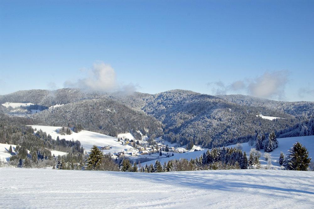 Sagenhaft blauer Himmel und schneeweißer Powder - © Tourist-Information Todtmoos