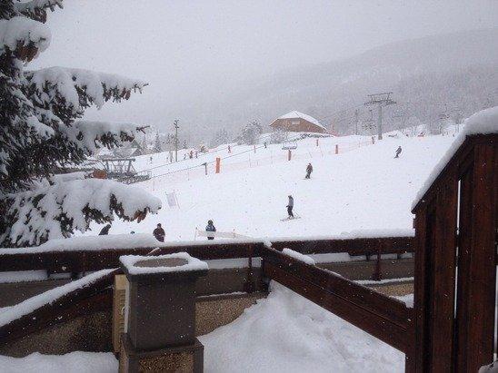 La neige revient à flocons serrés sur les pistes.