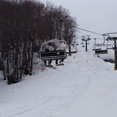 Neve buona speriamo che tiene altre due settimane Piste al momento in buono stato La notte è fatta per battere