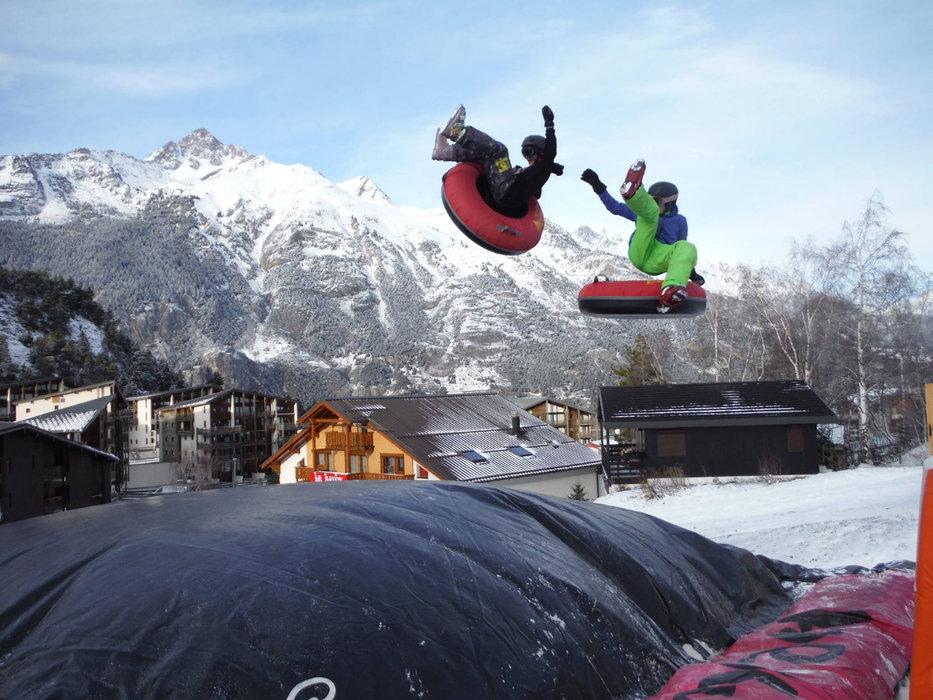 Sur une luge ou skis aux pieds, envoyez vous en l'air sur le Big Air Bag de la Norma - © Maison de La Norma