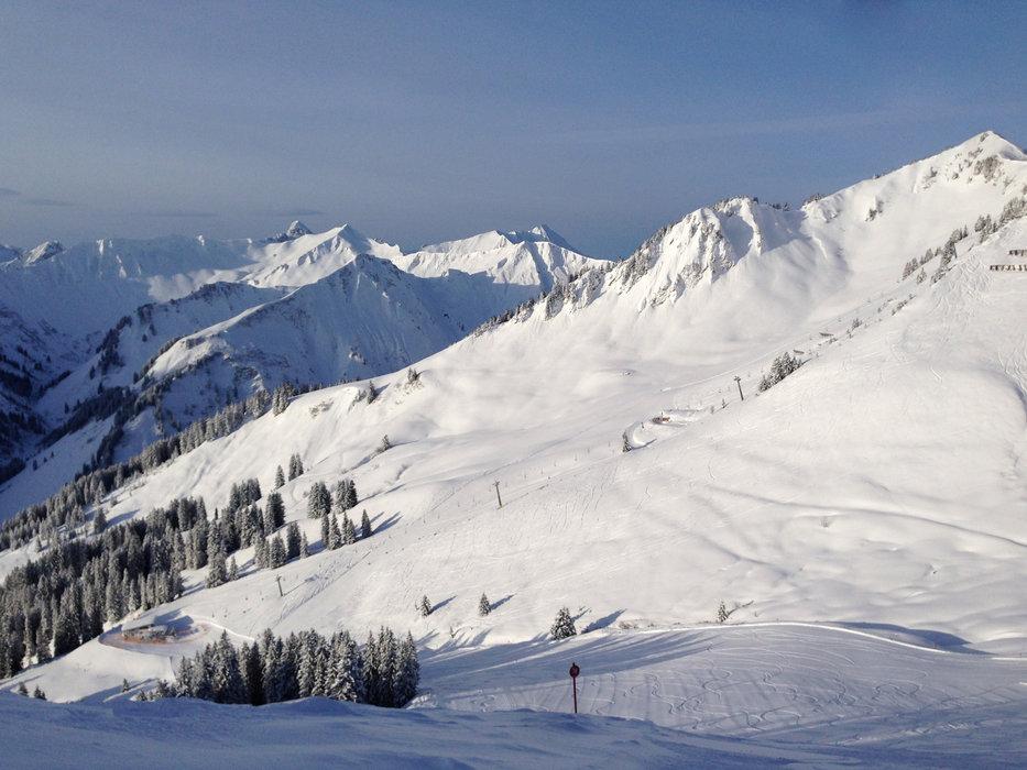 Impressionen aus dem Skigebiet Kleinwalsertal-Walmendingerhorn - © Kleinwalsertal Tourismus