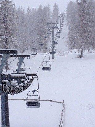Nevicata abbondante con raffiche di vento