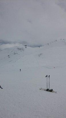 neve compatta bella giornata di sci