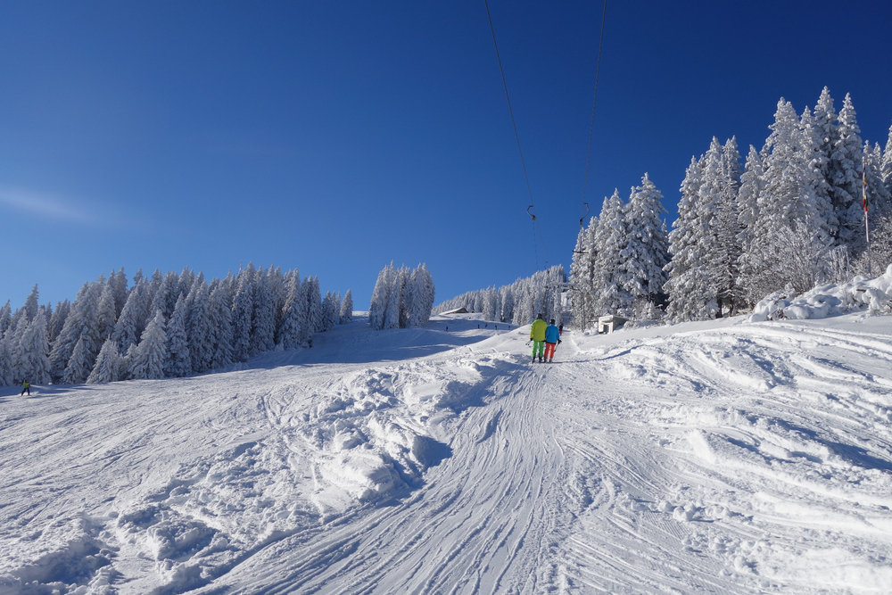 Skifahren in der ältesten Stadt der Schweiz - © Chur Tourismus - Michael Christ
