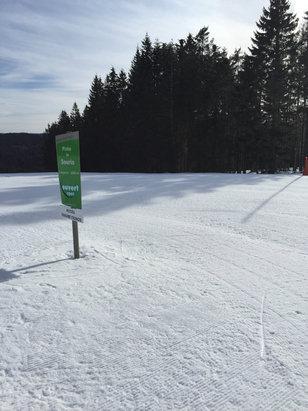 Gérardmer - Exelente matinée de ride, la neige est bien là, de bonne qualité, la question c'est : jusqu'à quand ? Il n'est pas prévu de neige pour le moment et beau temps toute la semaine... - © Flow