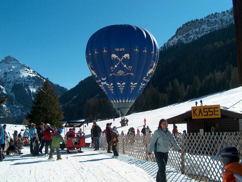 Das Bergpanorama per Ballon genießen - © Liftgesellschaft Nesselwängle
