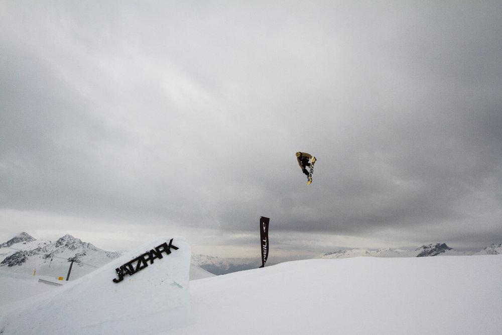 Snowboarder im Jatzpark (Jakobshorn) - © Skiinfo