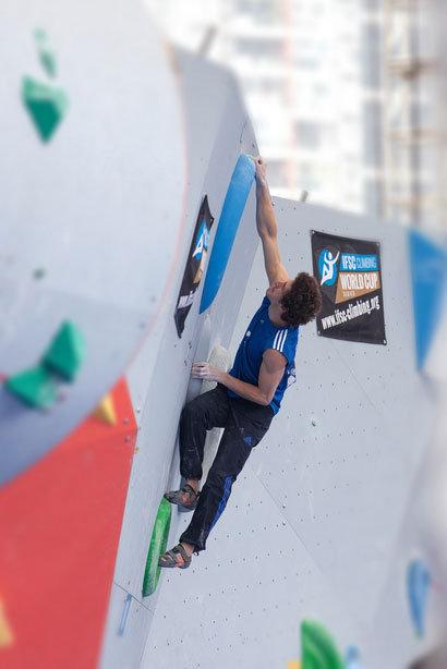 Boulderte auf Rang fünf: Guillaume Glairon-Mondet beim Weltcup in China 2014 - © Heiko Wilhelm