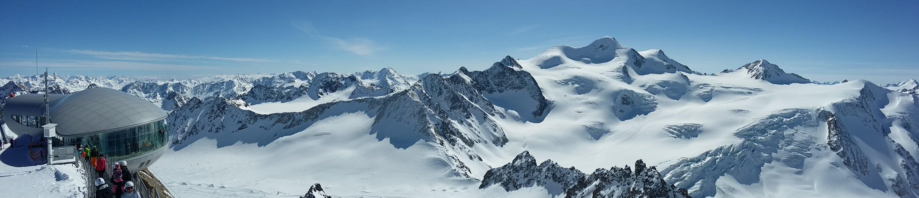 Z vyhlídkové terasy na ledovci Pitztal se nabízí krásný výhled na druhou nejvyšší horu Rakouska, Wildspitze (3774 m.n.m.) - © Skiinfo.pl/Tomasz Wojciechowski