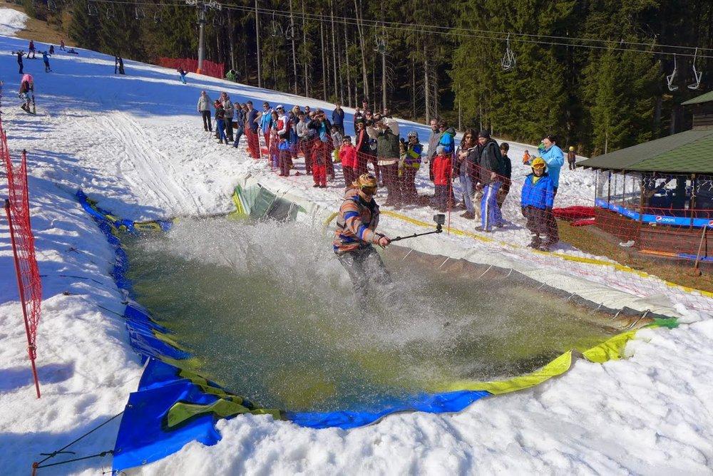 Waterslide happening in Ski Park Grun (CZ - © Michal Bočvarov