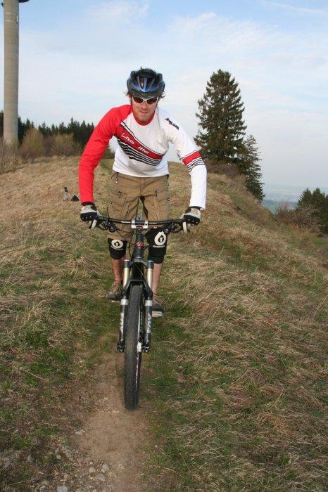 Bike-Fahrtechnik Grundposition - ©www.trailxperience.com