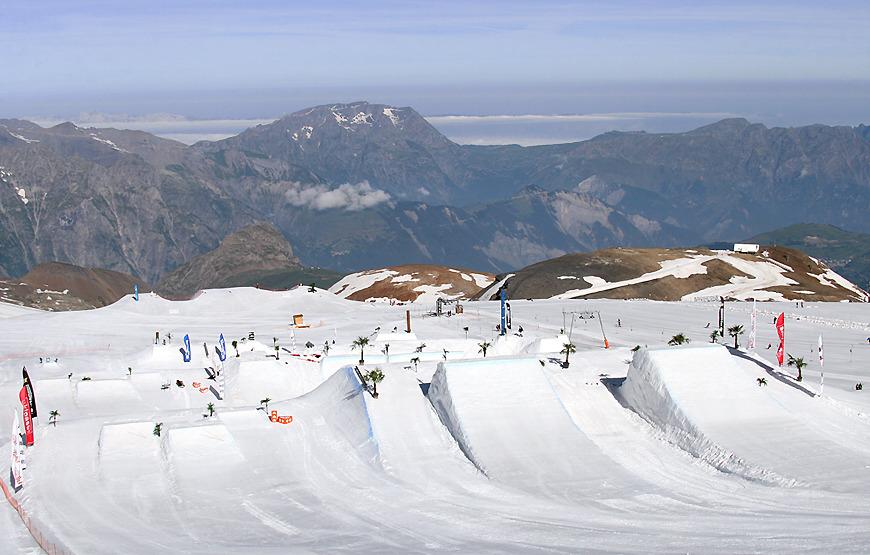 The snowpark at Les Deux  Alpes. - © Les 2 Alpes Tourisme