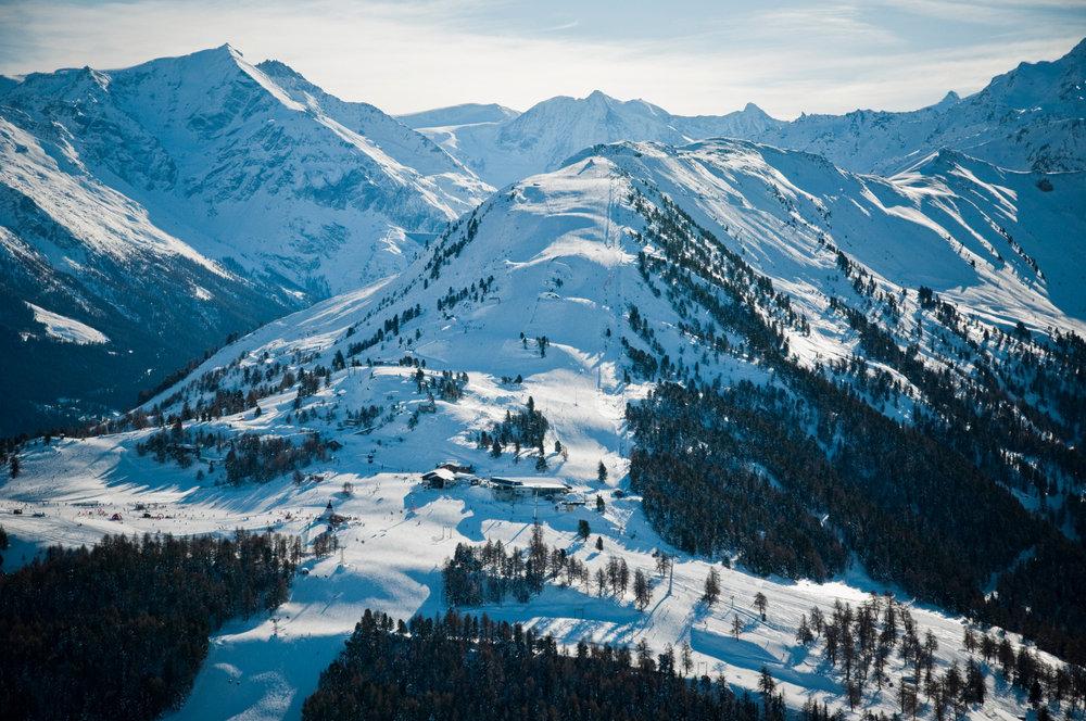 Vue aérienne sur le domaine skiable de Veysonnaz - © lafouinographe.com